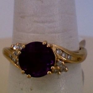 14K Yellow Gold Amethyst Diamond Fashion Ring .12T